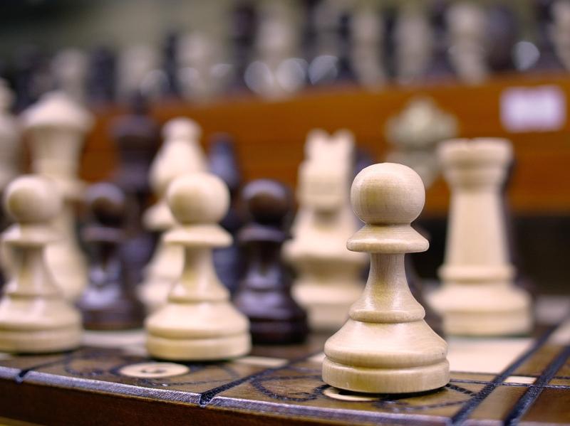 Original source: https://upload.wikimedia.org/wikipedia/commons/thumb/a/a1/Chess_%28235289891%29.jpeg/1280px-Chess_%28235289891%29.jpeg