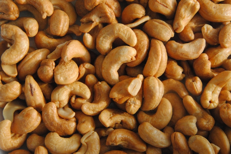 Original source: https://storage.needpix.com/rsynced_images/cashew-cores-1549580_1280.jpg
