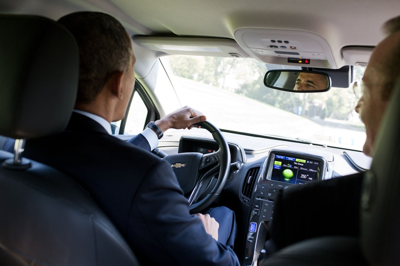 Original source: https://upload.wikimedia.org/wikipedia/commons/thumb/6/60/Barack_Obama_driving_at_the_White_House.jpg/1280px-Barack_Obama_driving_at_the_White_House.jpg