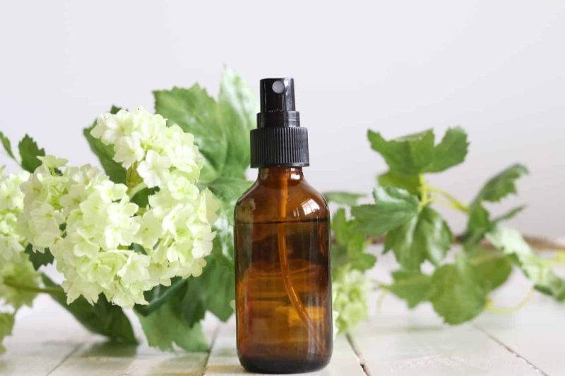 Original source: https://ouroilyhouse.com/wp-content/uploads/2019/02/DIY-5-Essential-Oil-Room-Sprays-for-Spring.jpg