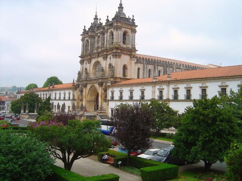 Original source: https://upload.wikimedia.org/wikipedia/commons/f/fa/Mosteiro_de_Alcoba%C3%A7a_%28Portugal%29.jpg