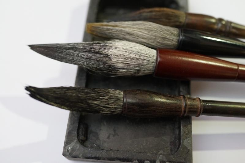 Original source: https://storage.needpix.com/rsynced_images/chinese-calligraphy-brushes-2886644_1280.jpg