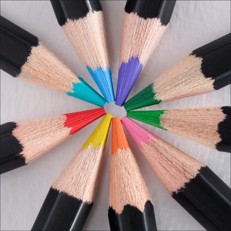 Original source: http://www.jerrysartarama.com/images/products/colored_pencils/soho_colored_pencils/0v0419800000-st-04-soho-cp-beauty.jpg