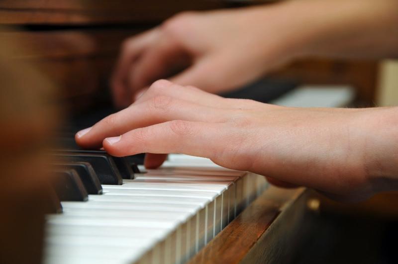 Original source: http://www.childrensballettheatreslc.com/wp-content/uploads/2014/10/piano-lessons8.jpg