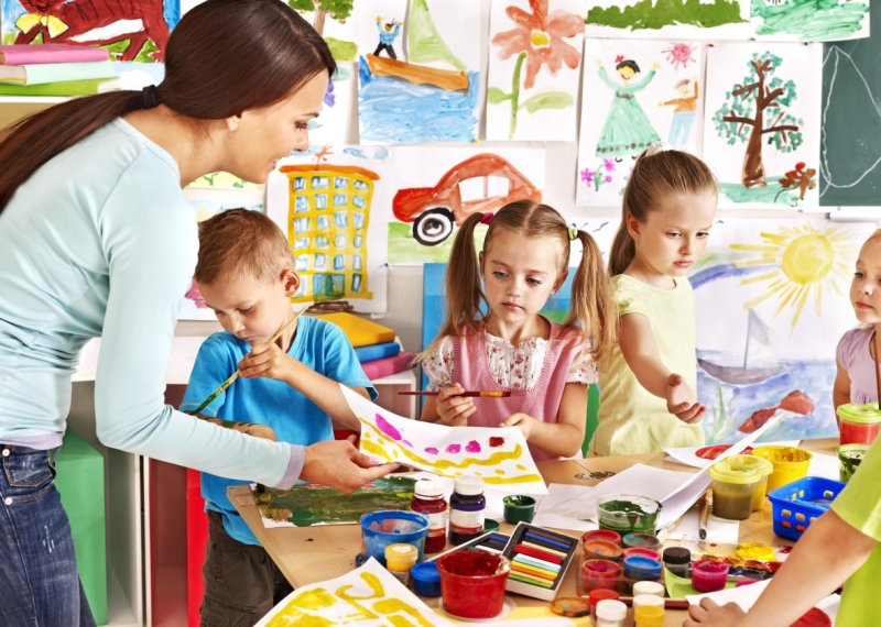 Original source: http://www.slate.com/content/dam/slate/blogs/schooled/2015/12/21/erika_christakis_says_the_american_way_of_teaching_young_kids_is_flawed/shutterstock_147688235.jpg.CROP.promo-xlarge2.jpg