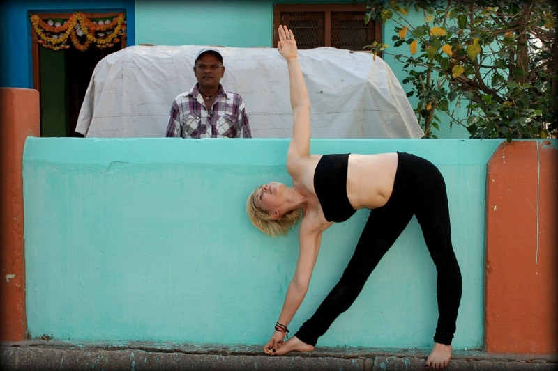 Original source: https://storage.needpix.com/rsynced_images/trikonasana-389695_1280.jpg
