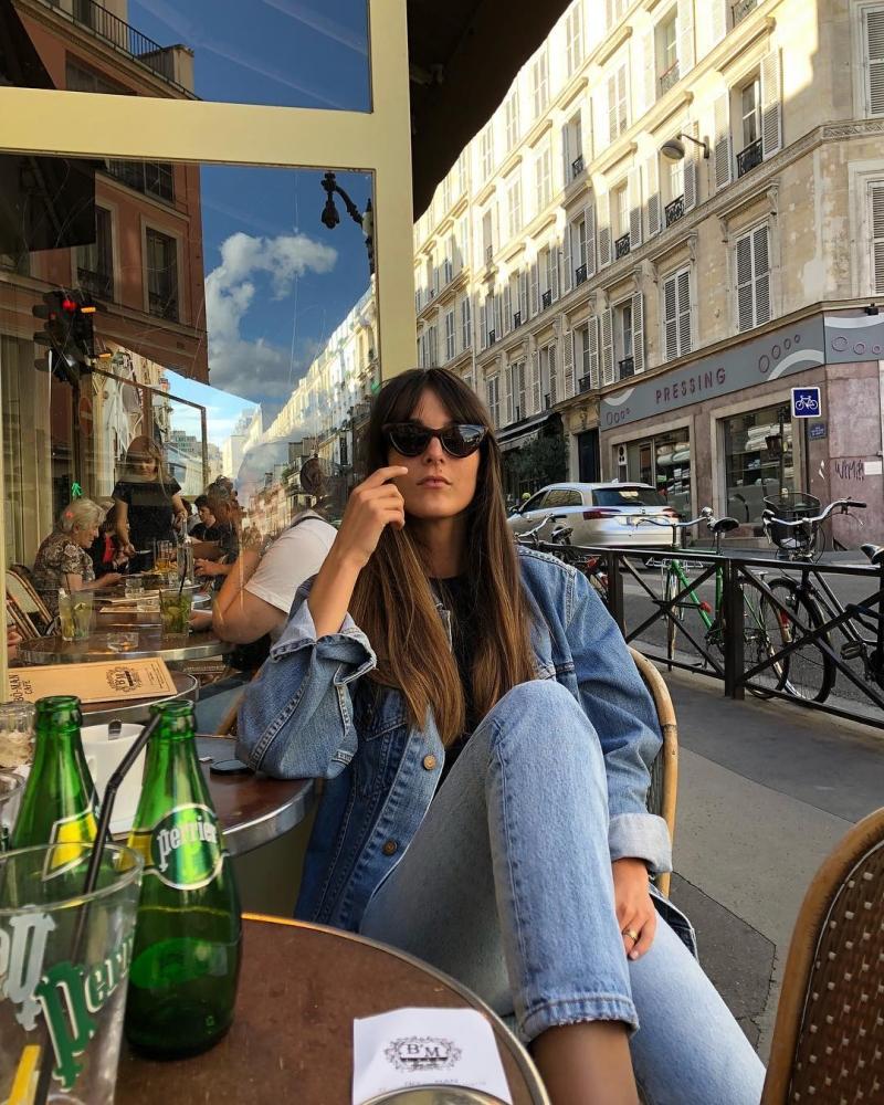 Original source: https://frenchgirldaily.com/wp-content/uploads/2019/01/Leia-Sfez-wearing-Black-Cat-Eye-Sunglasses-in-Paris-French-Girl-Accessories.jpg