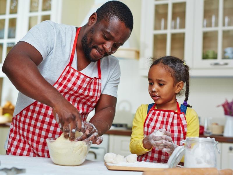 Original source: http://www.scholastic.com/content/dam/parents/OptimizedDesignImages/Batch8/Articles/4-3ratio/kids-kitchen-article-4-3.jpg
