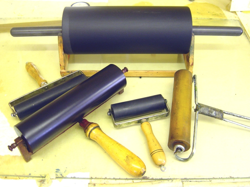 Original source: https://upload.wikimedia.org/wikipedia/commons/a/a6/Intaglio-rollers.JPG