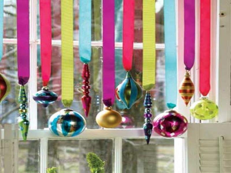 Original source: http://www.nanobuffet.com/size/1152x864/server22-cdn/2015/10/04/ornament-christmas-window-decorating-ideas-handmade-wood-christmas-ornaments-f40f1d5ead5421b1.jpg