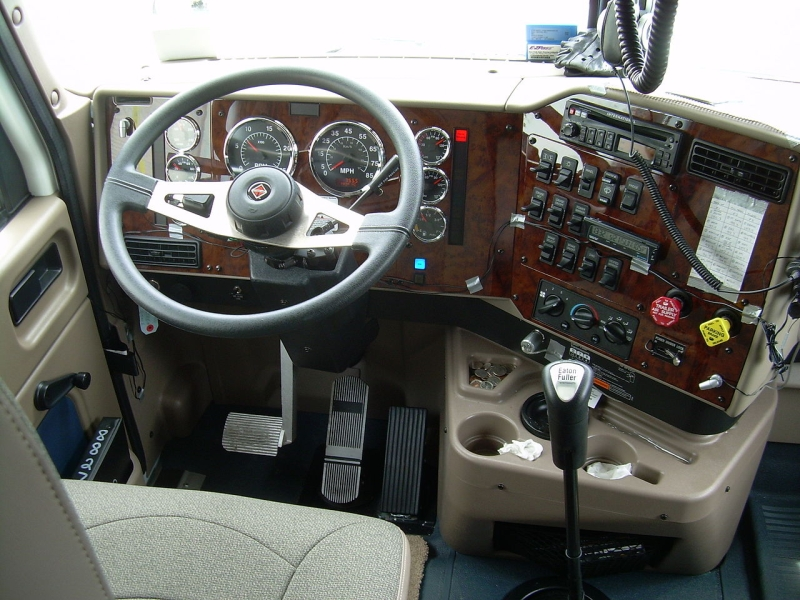 Original source: https://upload.wikimedia.org/wikipedia/commons/thumb/5/57/Truck_cab.JPG/1280px-Truck_cab.JPG