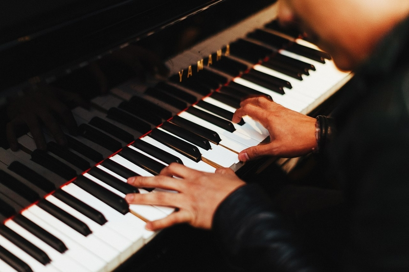 Original source: https://upload.wikimedia.org/wikipedia/commons/thumb/f/f0/Yamaha_piano_player_%28Unsplash%29.jpg/1280px-Yamaha_piano_player_%28Unsplash%29.jpg