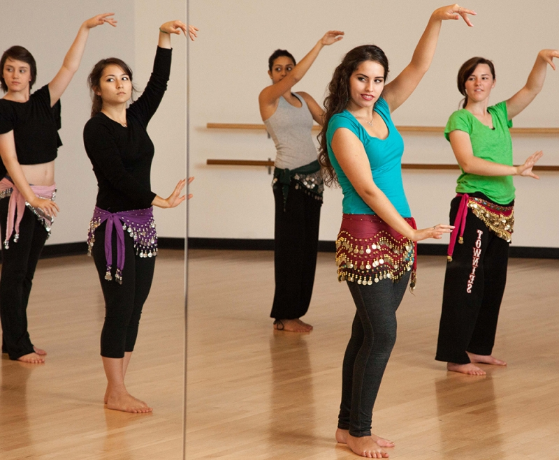Original source: https://s3.amazonaws.com/BerkeleyBeacon/beacon_uploads/uploads/1381983195-bellydancing_kelseydavis.jpg.jpg