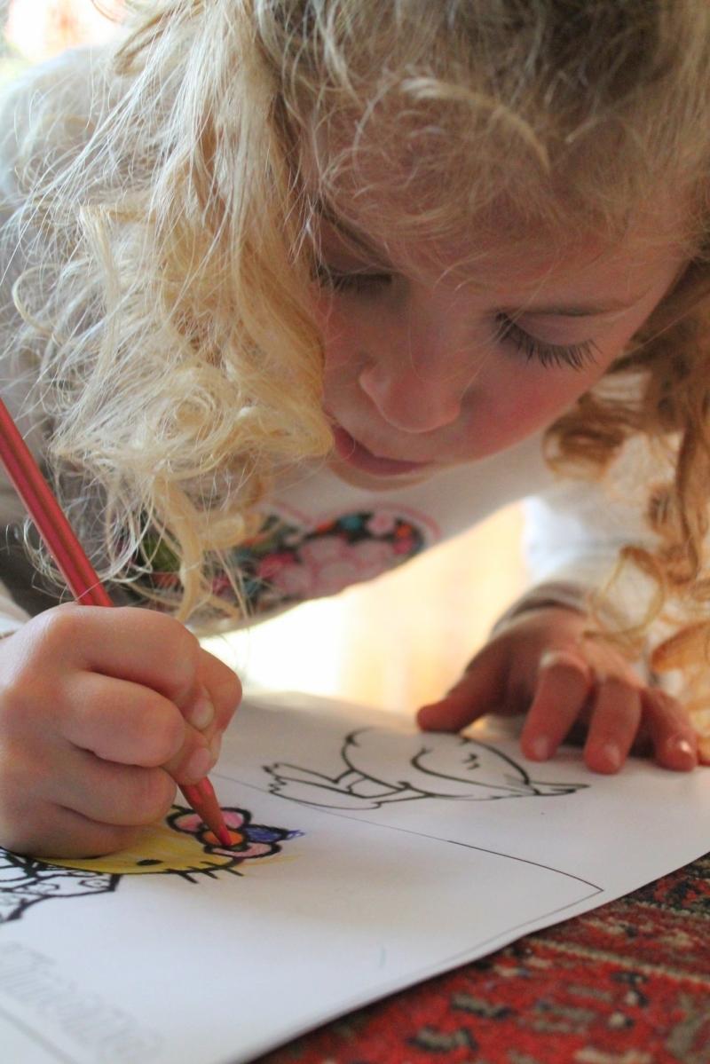 Original source: https://upload.wikimedia.org/wikipedia/commons/8/8b/Child_painting.JPG