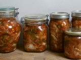 Original source: https://seattlelocalfood.files.wordpress.com/2014/12/jars-of-kimchi-2.jpg