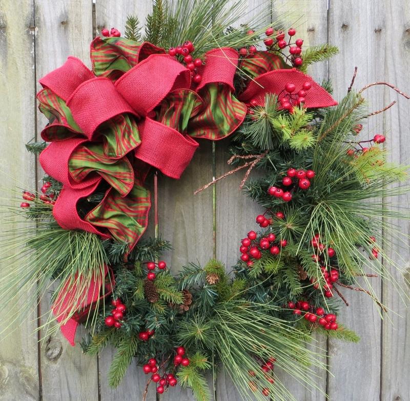 Original source: http://cdn.homedit.com/wp-content/uploads/2009/12/holiday-christmas-wreath-natual-winter.jpg