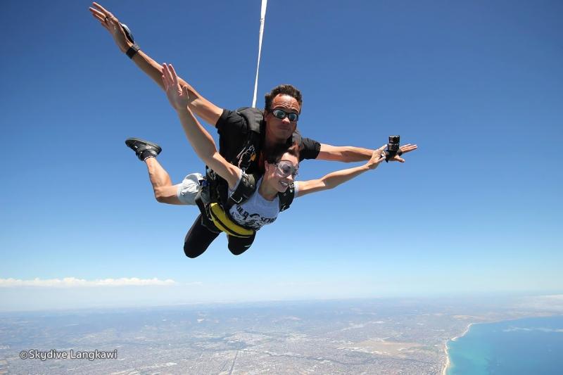 Original source: http://static.asiawebdirect.com/m/kl/portals/langkawi-info-com/homepage/activities/tandem-skydiving-langkawi/pagePropertiesImage/skydive-langkawi-01.jpg