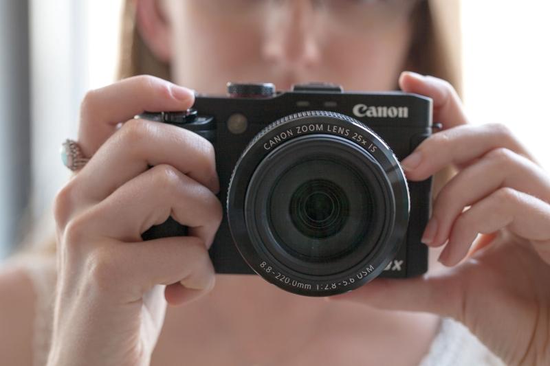 Original source: http://s3.amazonaws.com/digitaltrends-uploads-prod/2015/09/Canon-G3-X-hands-on-front.jpg