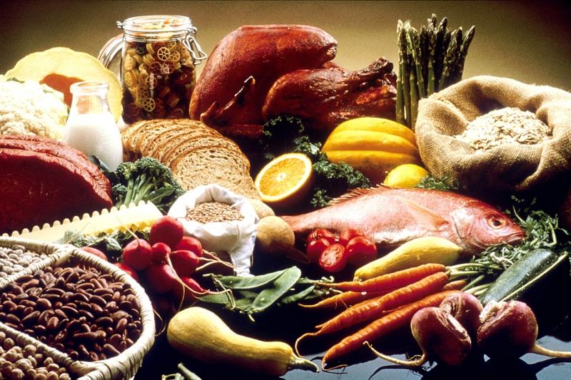 Original source: https://upload.wikimedia.org/wikipedia/commons/thumb/6/6d/Good_Food_Display_-_NCI_Visuals_Online.jpg/1280px-Good_Food_Display_-_NCI_Visuals_Online.jpg