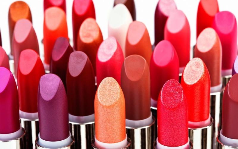 Original source: http://az616578.vo.msecnd.net/files/2016/07/03/636031229994457049-1287133605_national-lipstick-day-ftr1.jpg