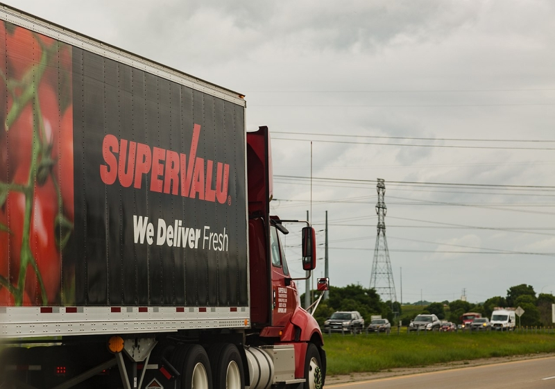 Original source: https://upload.wikimedia.org/wikipedia/commons/thumb/c/ce/SuperValu_Semi_Truck_-_Shakopee%2C_Minnesota_%2826207685657%29.jpg/1280px-SuperValu_Semi_Truck_-_Shakopee%2C_Minnesota_%2826207685657%29.jpg