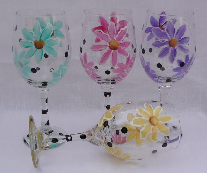 Original source: http://www.bicklanecreations.com/DaisyWineGlasses.JPG