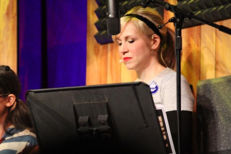 Original source: https://upload.wikimedia.org/wikipedia/commons/thumb/e/e6/Ashley_Eckstein_live_voice_over.jpg/1280px-Ashley_Eckstein_live_voice_over.jpg