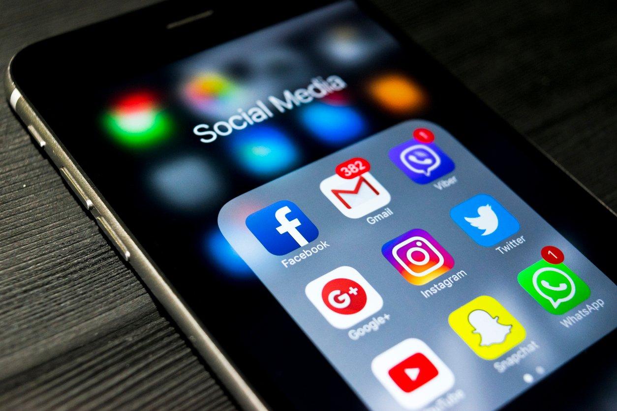 Getting Started in Social Media for Seniors Messalonskee W19