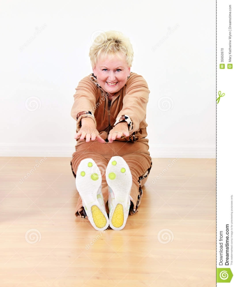 Original source: https://thumbs.dreamstime.com/z/senior-woman-exercise-elderly-happy-stretching-class-35650970.jpg
