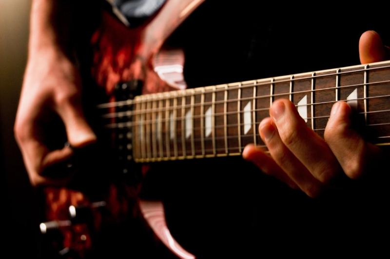 Original source: https://upload.wikimedia.org/wikipedia/commons/3/34/Electric_guitar_%28477101105%29.jpg