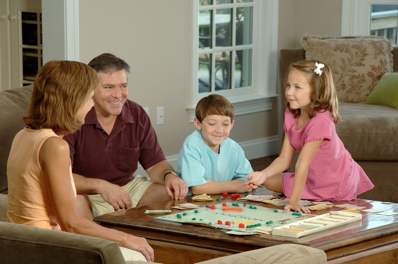 Original source: https://upload.wikimedia.org/wikipedia/commons/thumb/8/89/Family_playing_a_board.jpg/1280px-Family_playing_a_board.jpg