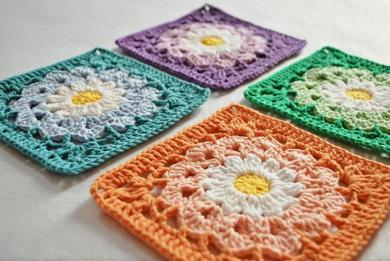 Original source: http://craftyourselfsilly.com/images/detailed/3/crochet-flower-granny-square.jpg