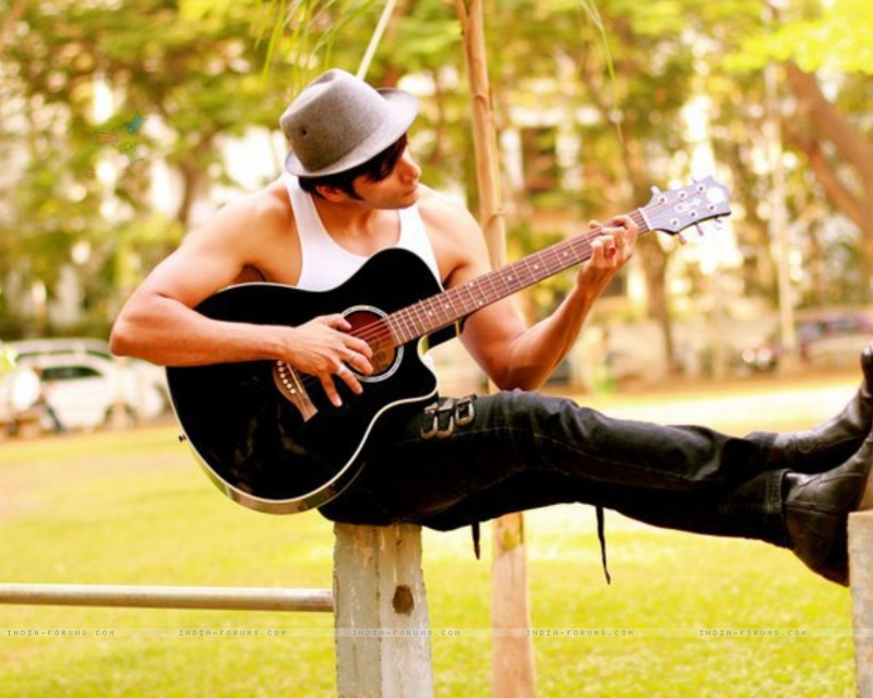 Original source: http://img.india-forums.com/wallpapers/1280x1024/238070-karanvir-bohra-playing-guitar.jpg