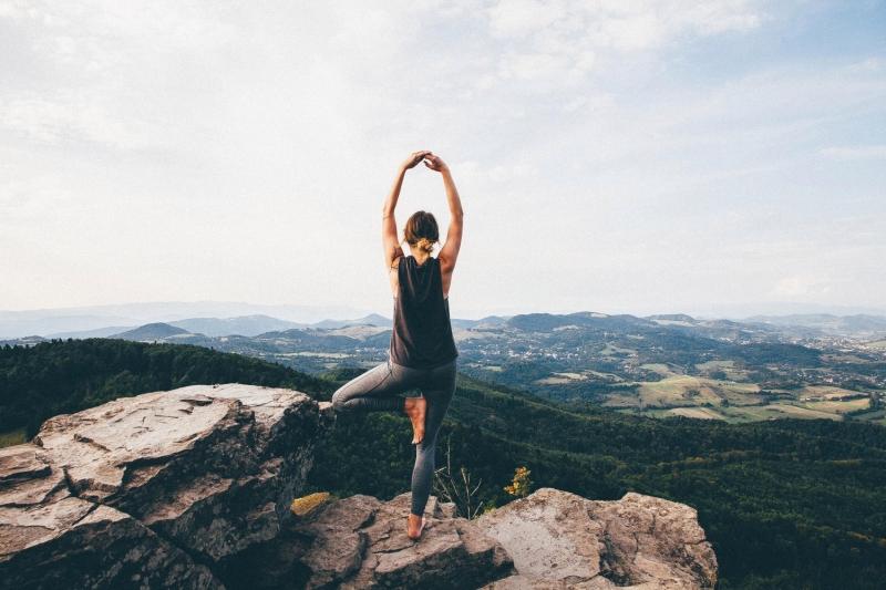 Original source: https://image.redbull.com/rbcom/052/2018-05-03/b7998d0f-6744-4e76-aa3a-bf702038cdc5/0012/0/0/0/3744/5616/1500/1/yoga-climbing.jpg